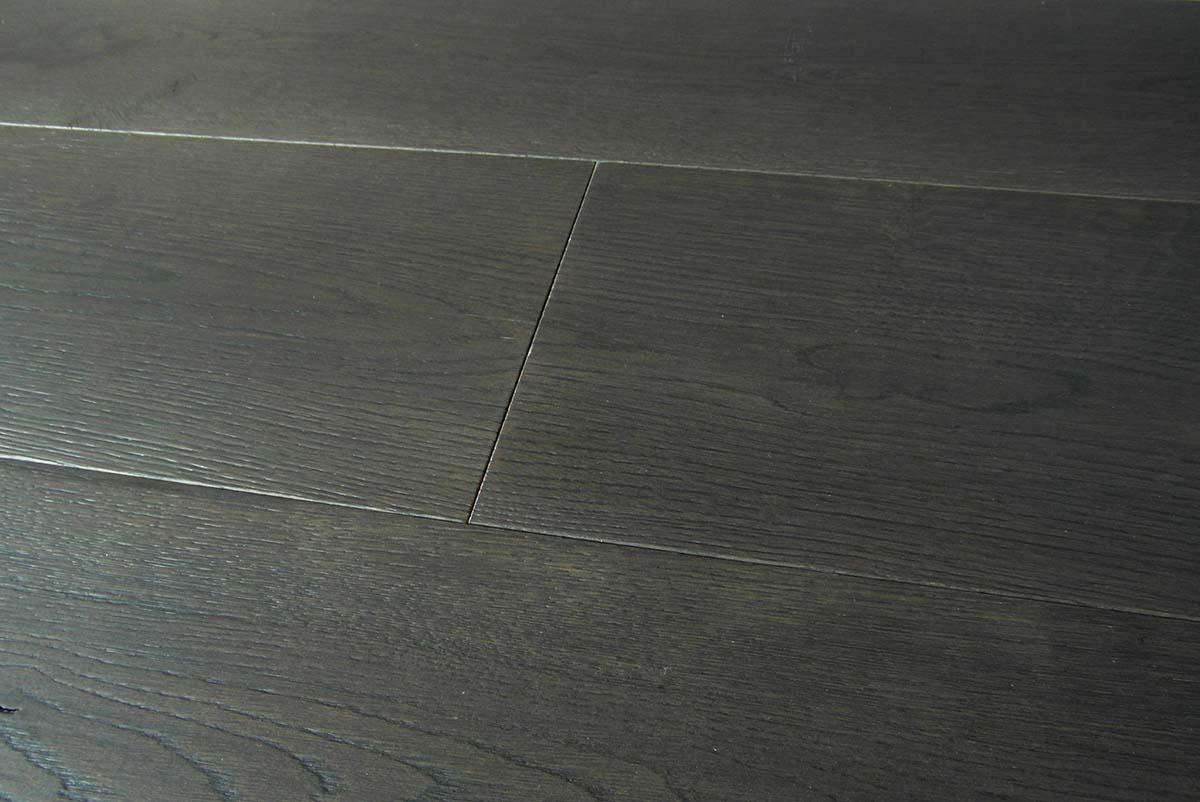 Parquet rovere grigio scuro spazzolato prefinito italia for Parquet grigio chiaro
