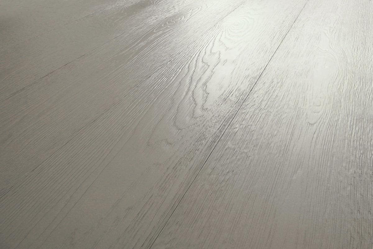 Pavimento in parquet rovere grigio tortora laccato italia for Parquet grigio chiaro
