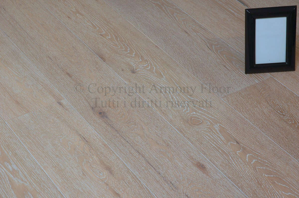 Pickled Prefinished Natural Oak Flooring Cheap Warranted